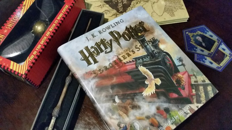 Harry Potter and the Sorcerer's Stone - Illustrated Edition